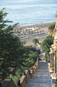 Weg zum Bajondillo Strand